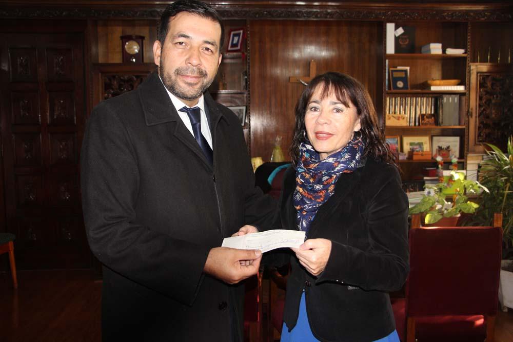 Alcaldesa entrega subvención a Bomberos