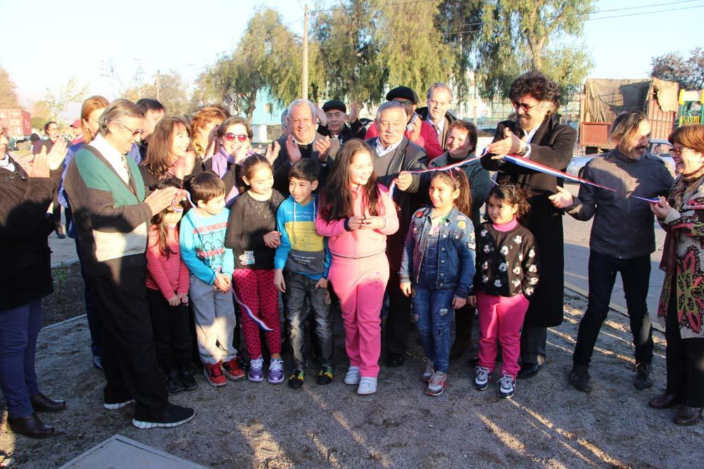 Ministra  de Vivienda, Alcaldesa y vecinos inauguran Platabanda Camino Loyola