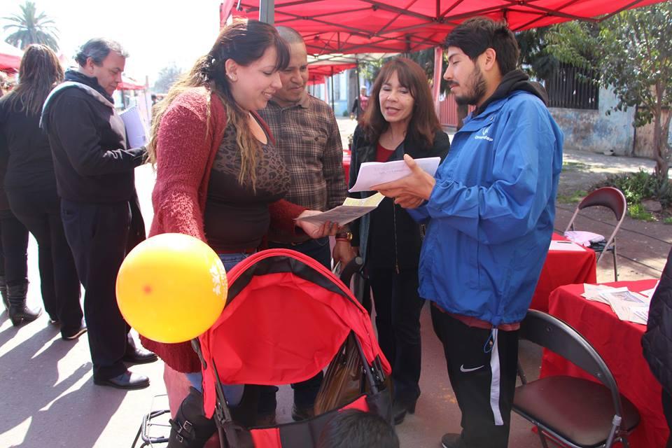 Gobierno y municipio en terreno entregan servicios en feria de Lo Besa