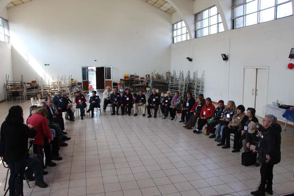 Encuentro Programa Vínculos acerca a vecinos de la tercera edad