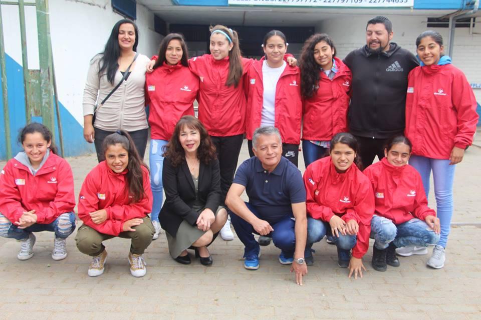 Alcaldesa despide a vicecampeonas de Copa Enel que viajan a Brasil