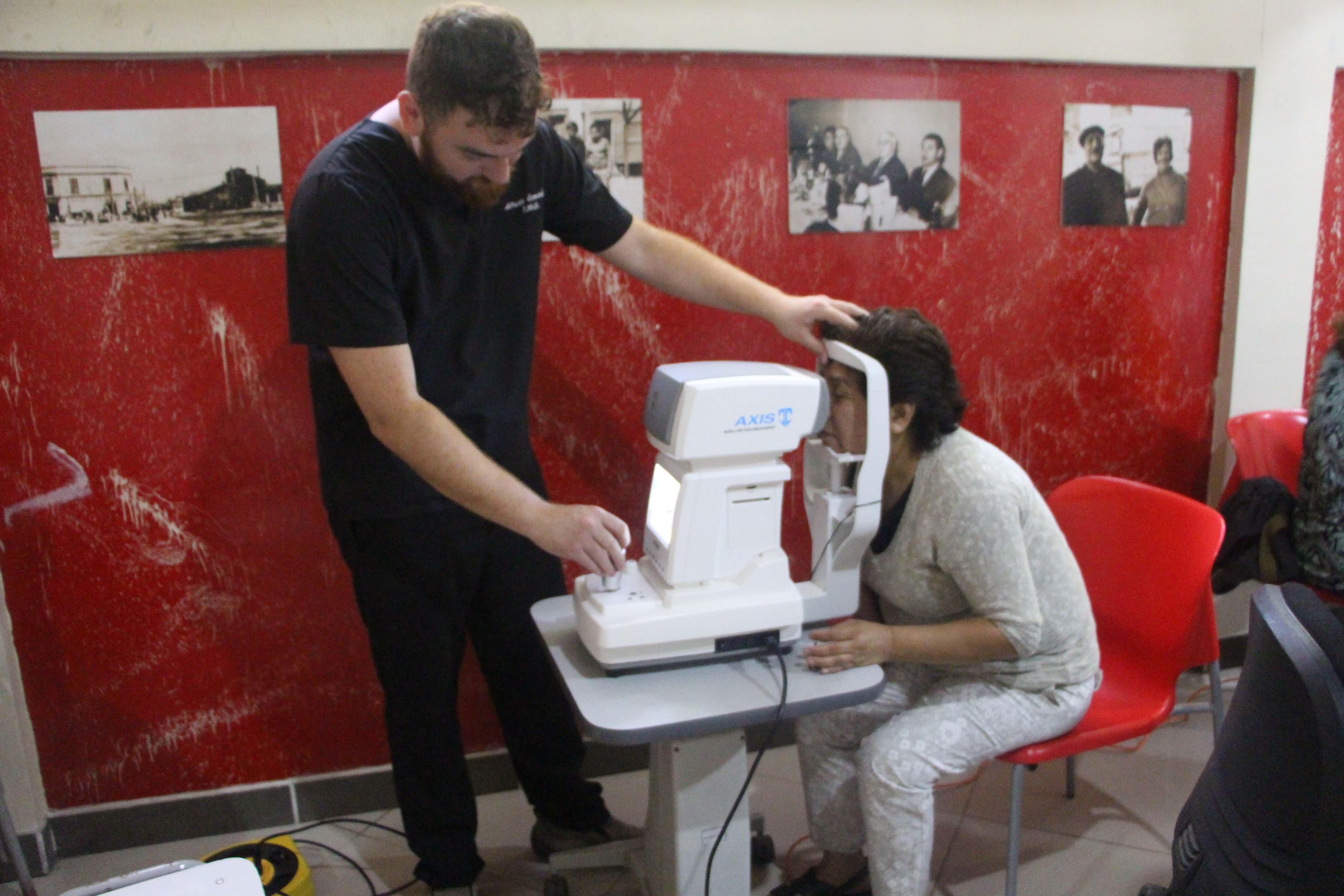 Vecinas de la comuna participan en operativo de salud gratuito