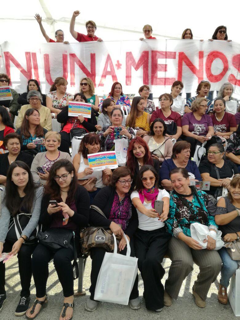 Alcaldesa y vecinas de la comuna participan en Día de la Mujer