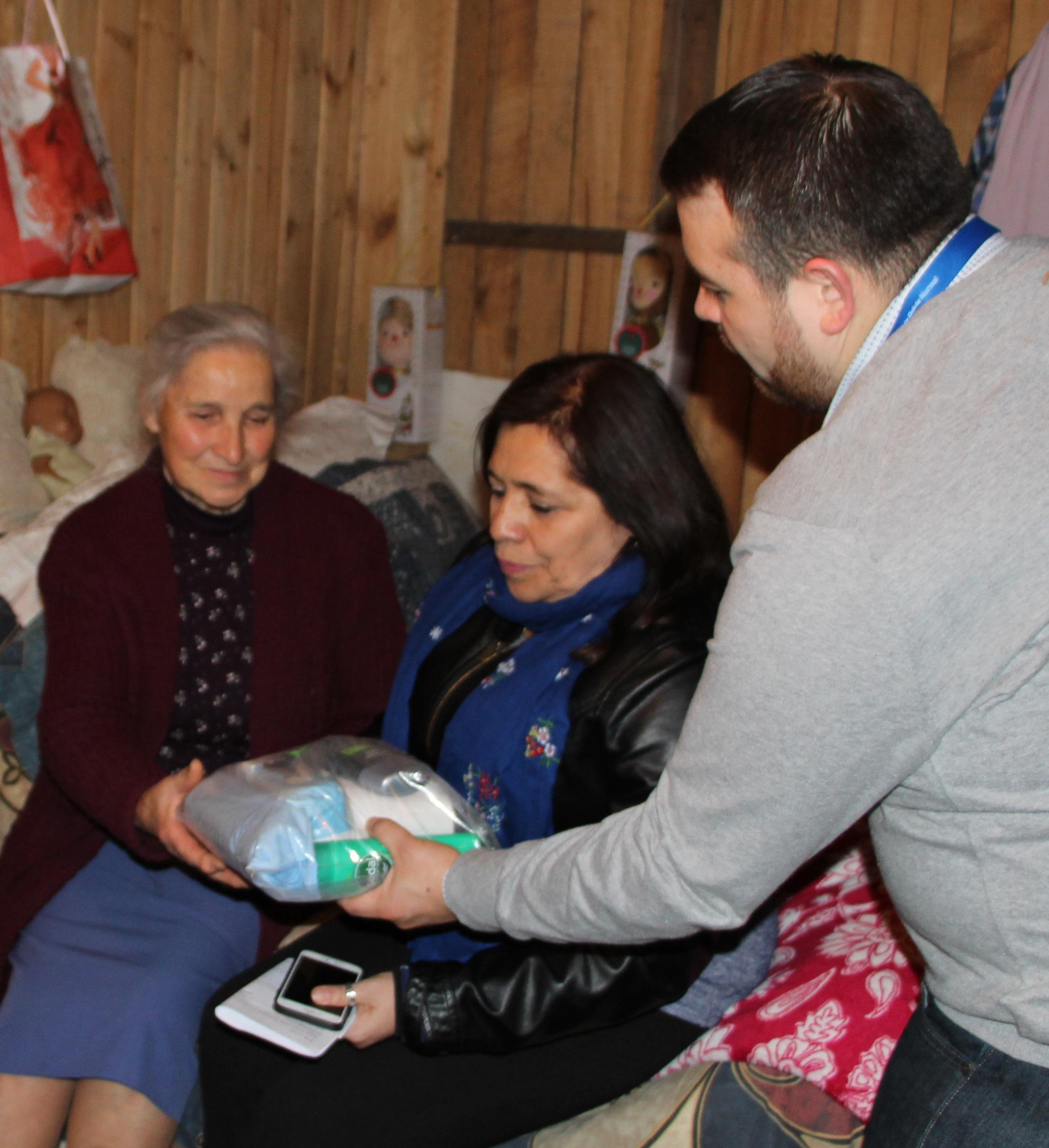 Municipio entrega catres clínicos y ayuda social a vecinos postrados