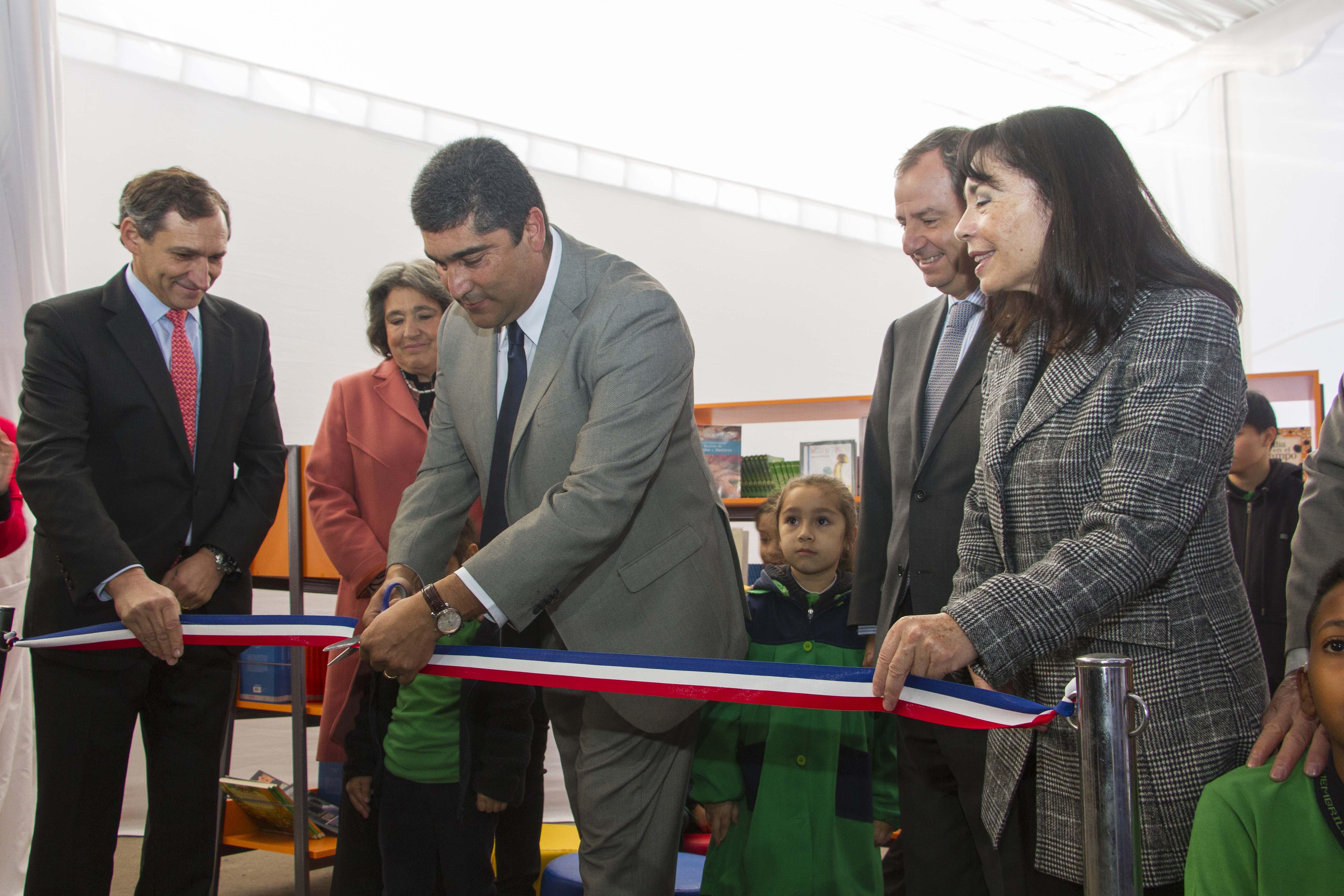 Alcaldesa y Ministro de Educación dan el vamos a campaña Viva Leer de Copec