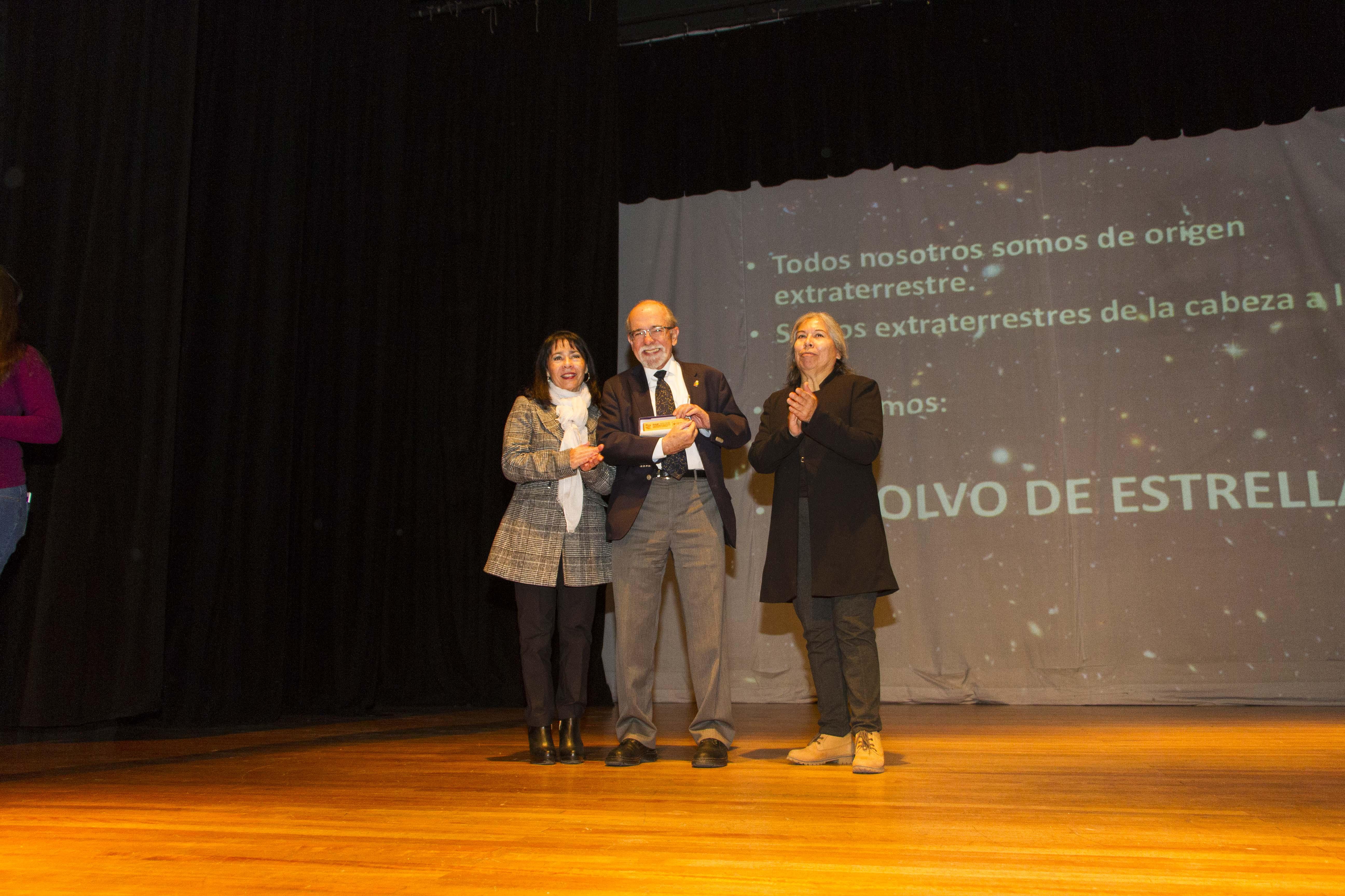 Premio Nacional de Ciencias dicta charla a alumnos de Quinta Normal