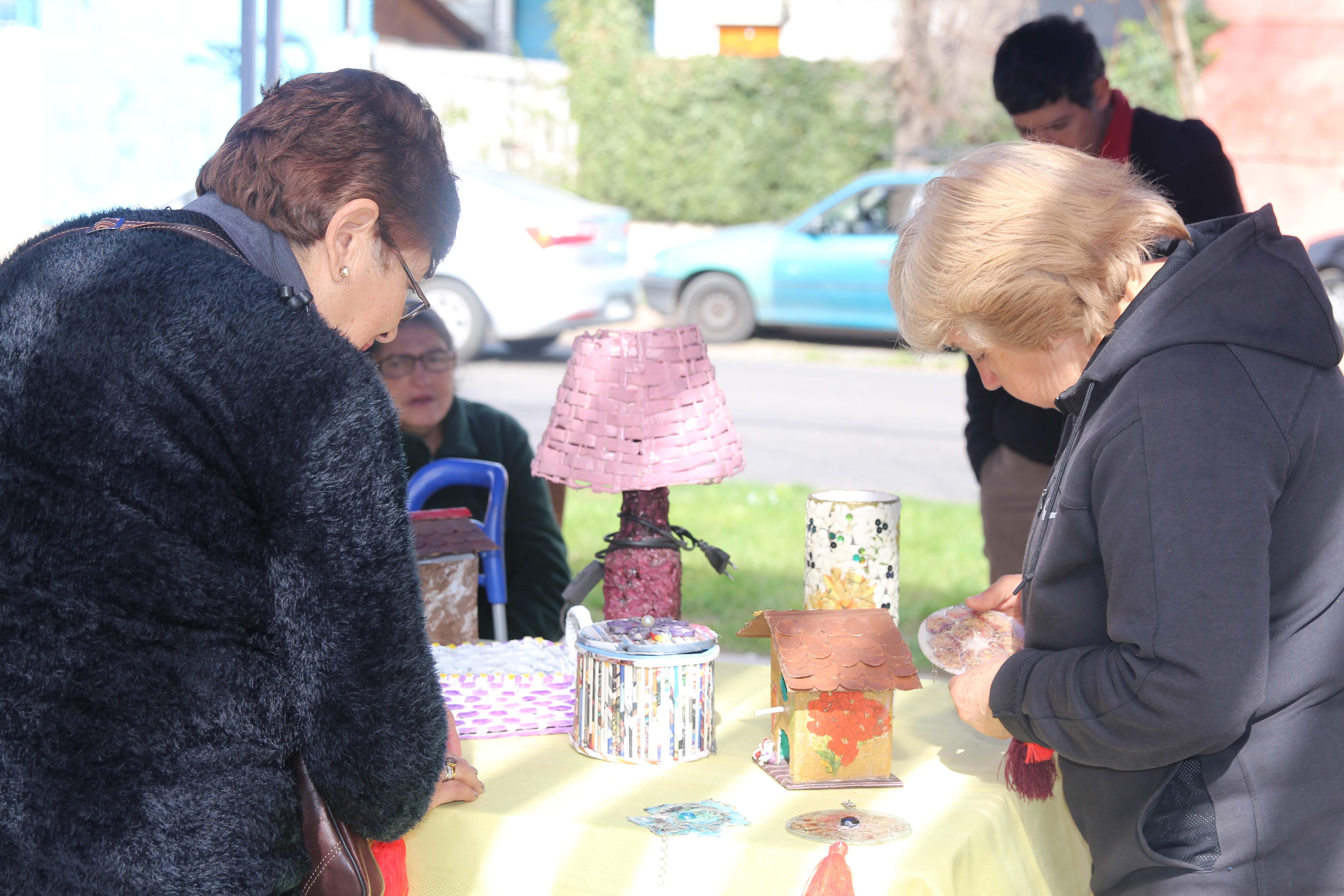 Emprendedoras exponen sus productos en plaza Lo Besa