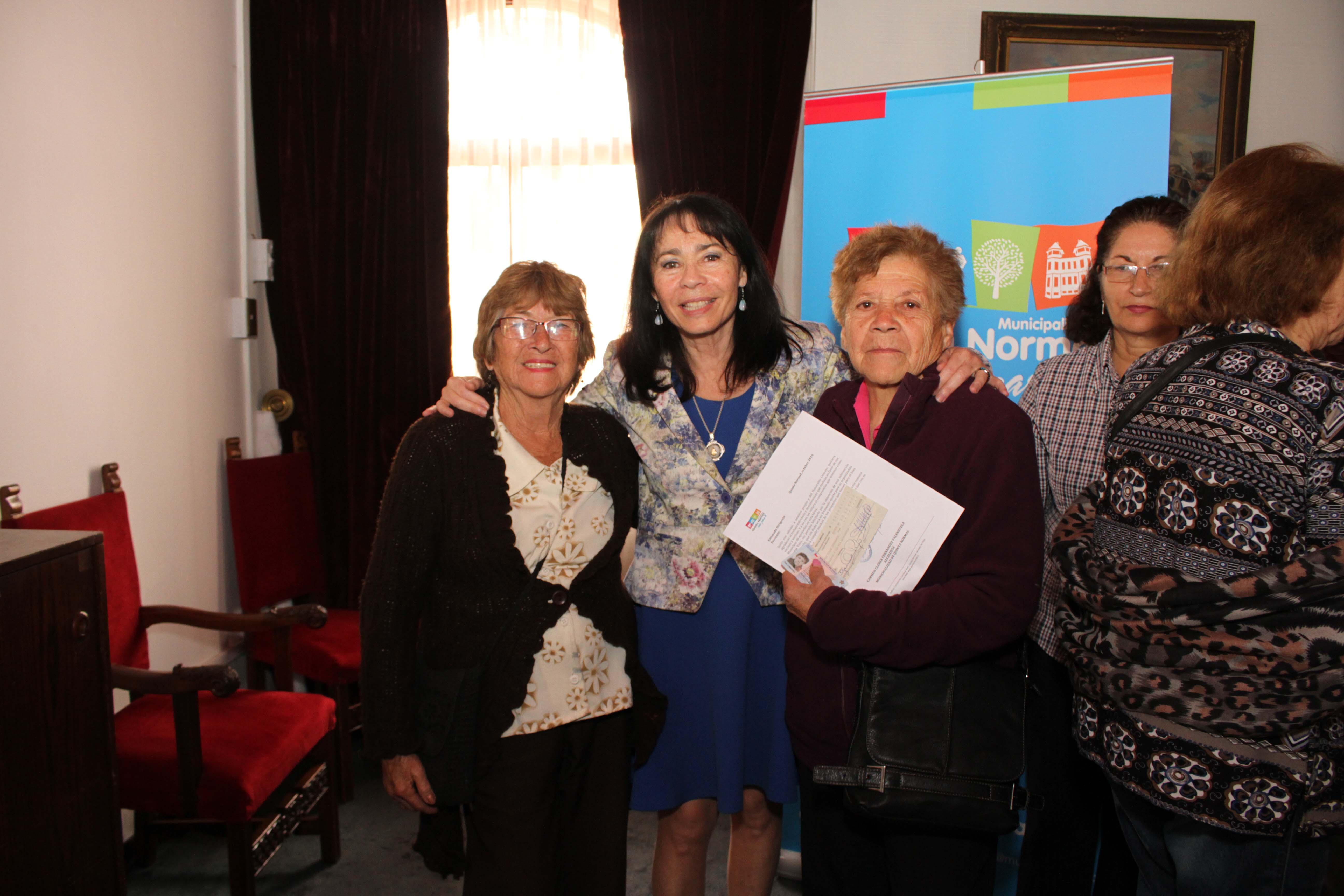 Municipio entrega Fondos Concursables a organizaciones sociales de la comuna