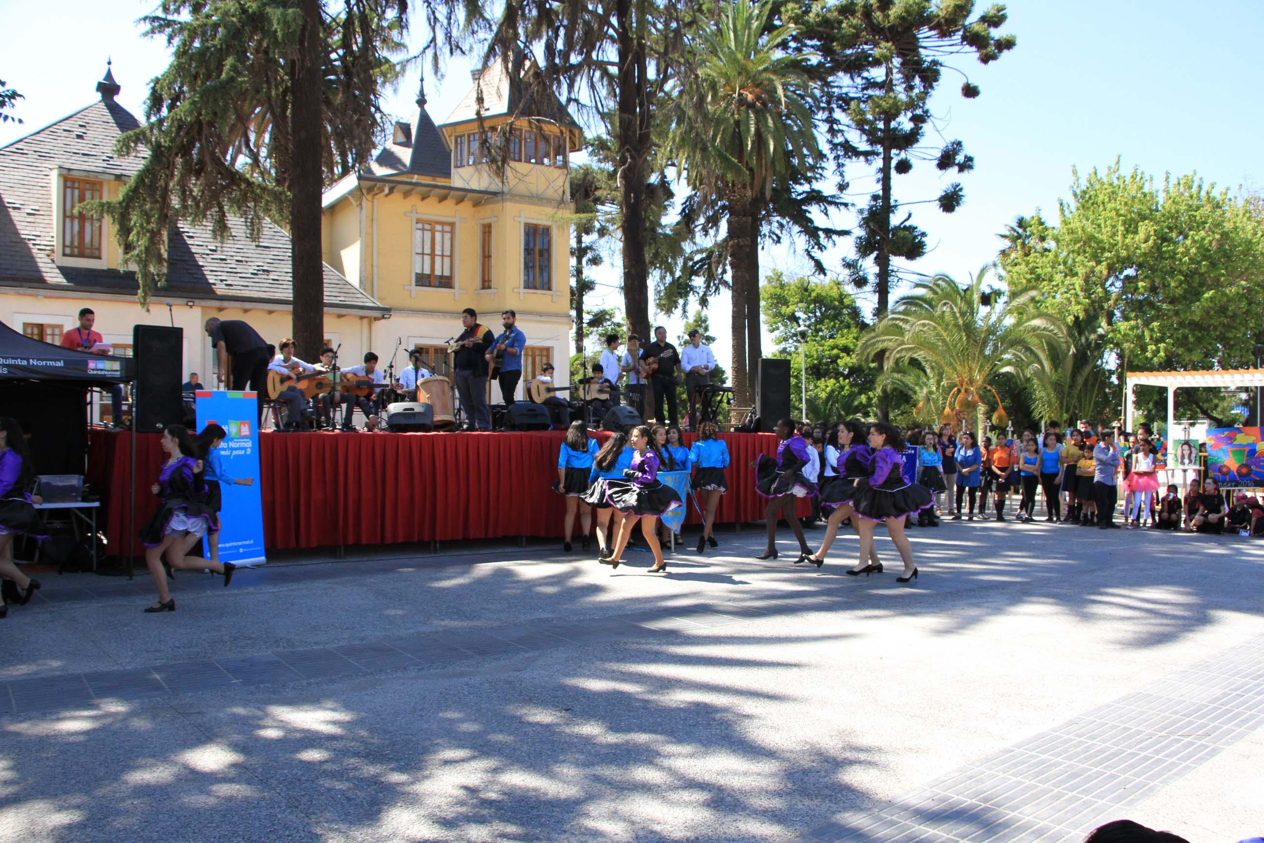 Estudiantes de la comuna participan en Primer Encuentro de Jóvenes