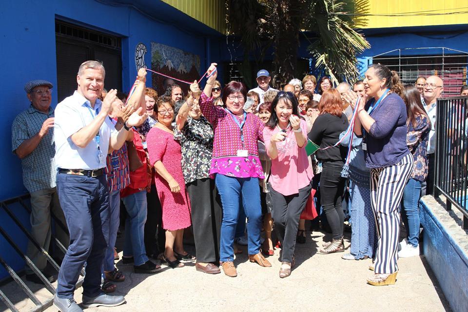 Alcaldesa y dirigentes inauguran remodelación de edificio de organismos comunitarios