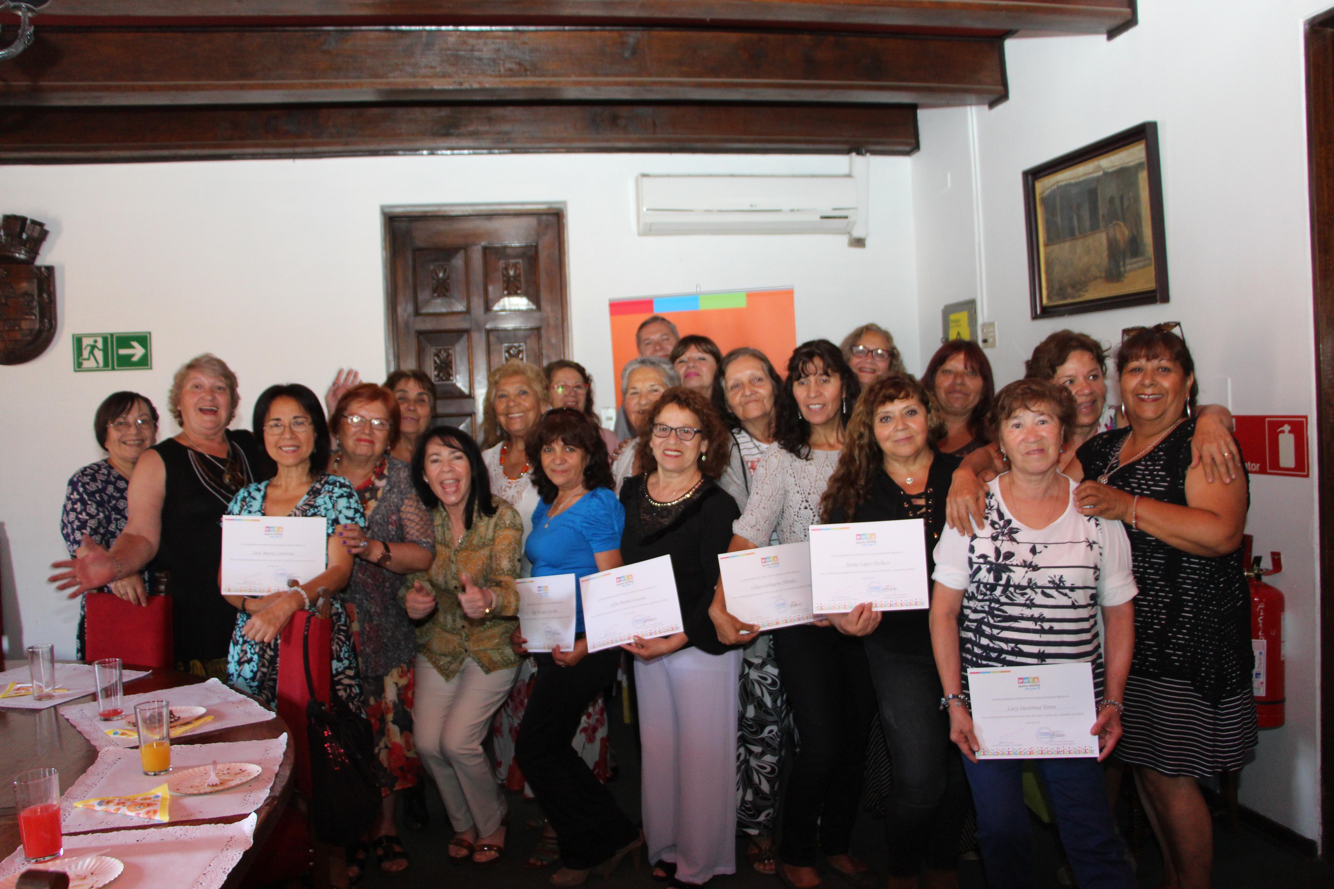 Alcaldesa se reúne con beneficiarias de capacitaciones