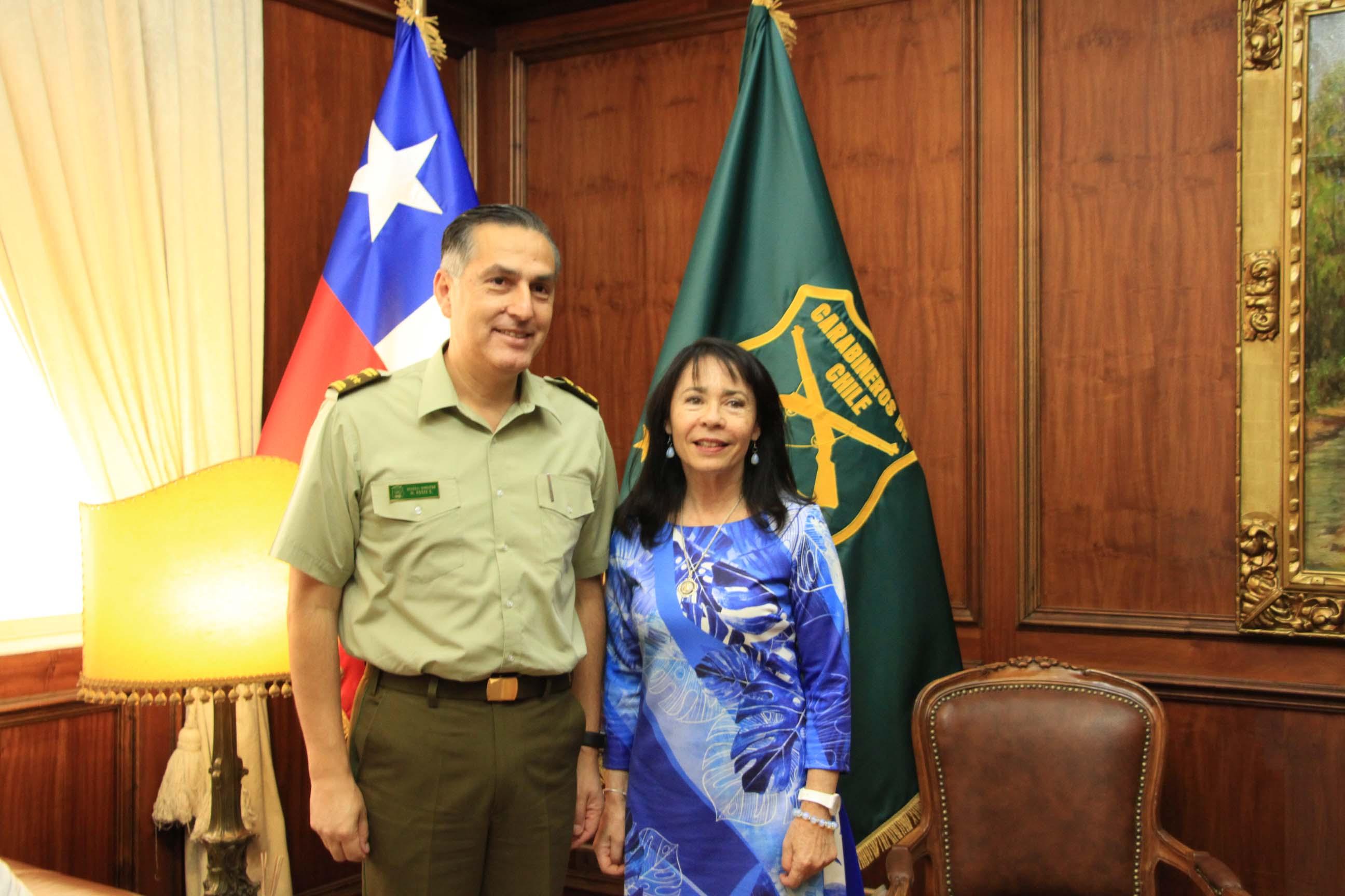 Alcaldesa se reúne con General Director de Carabineros