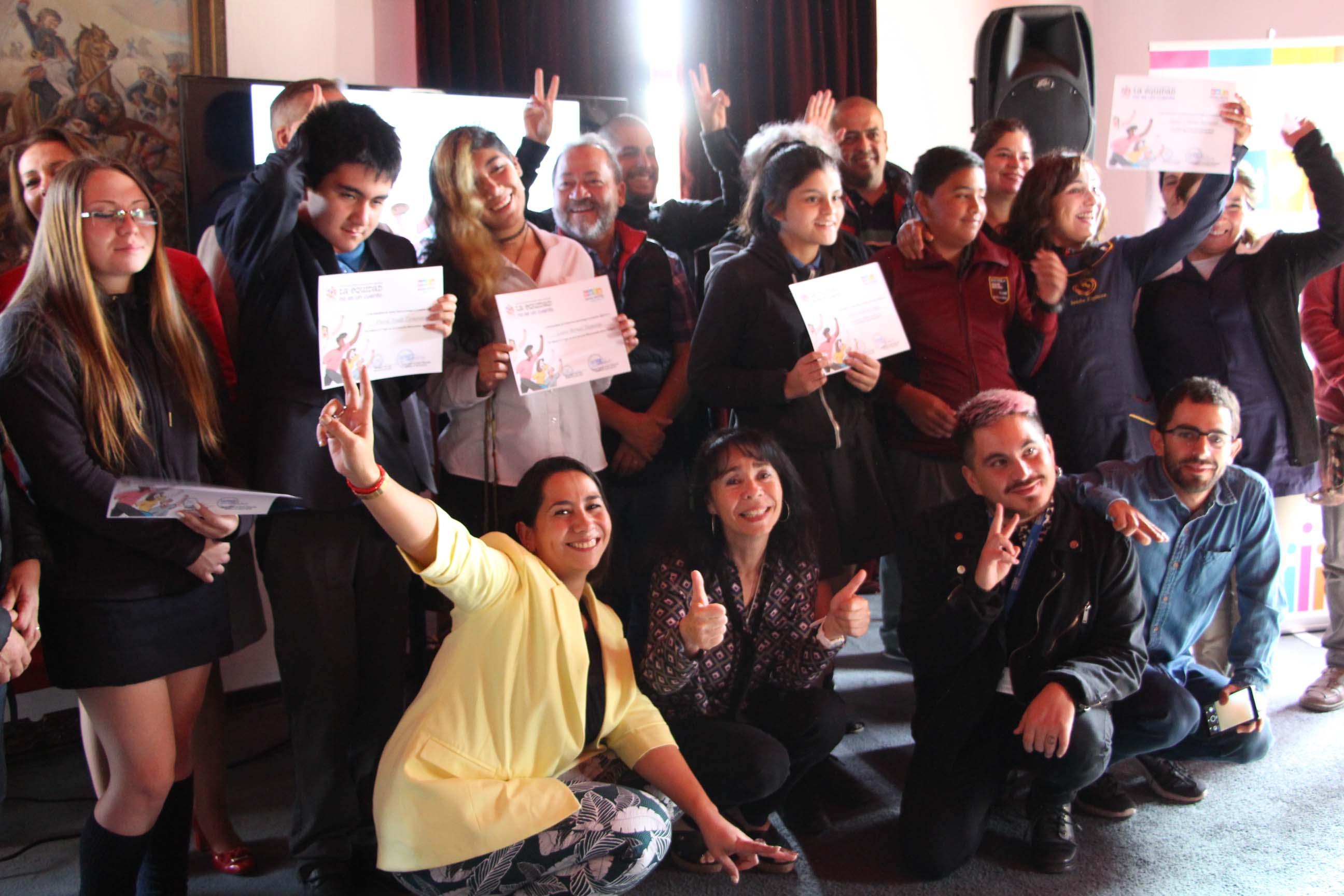 Alcaldesa felicita a ganadores de concurso de microcuentos