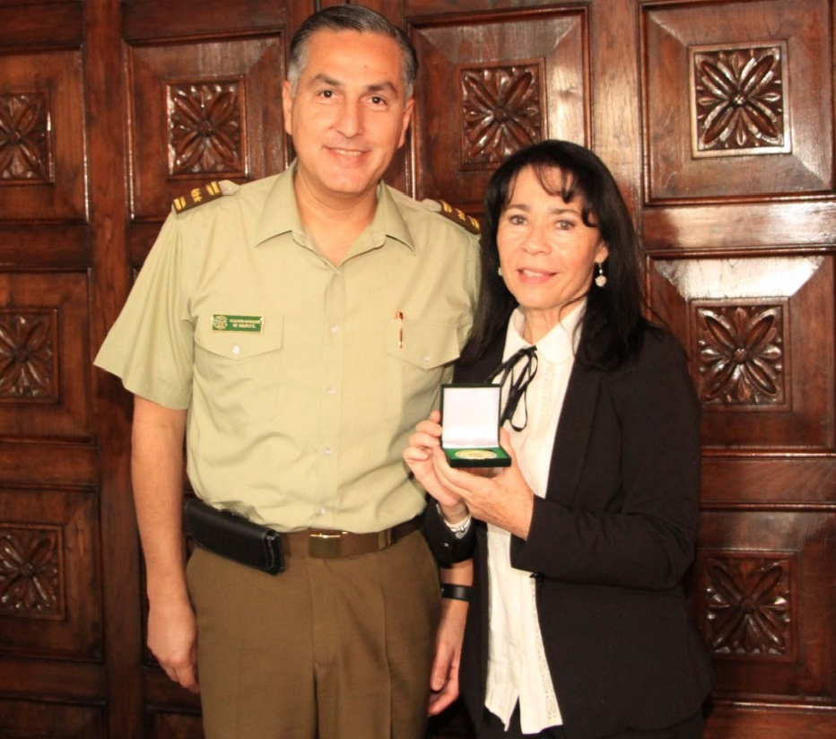 Alcaldesa recibe al general director de Carabineros