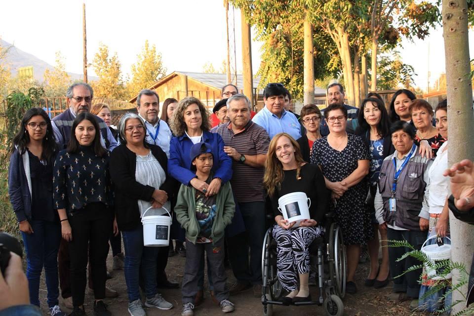 Vecinos se comprometen con el medioambiente y aprenden compostaje
