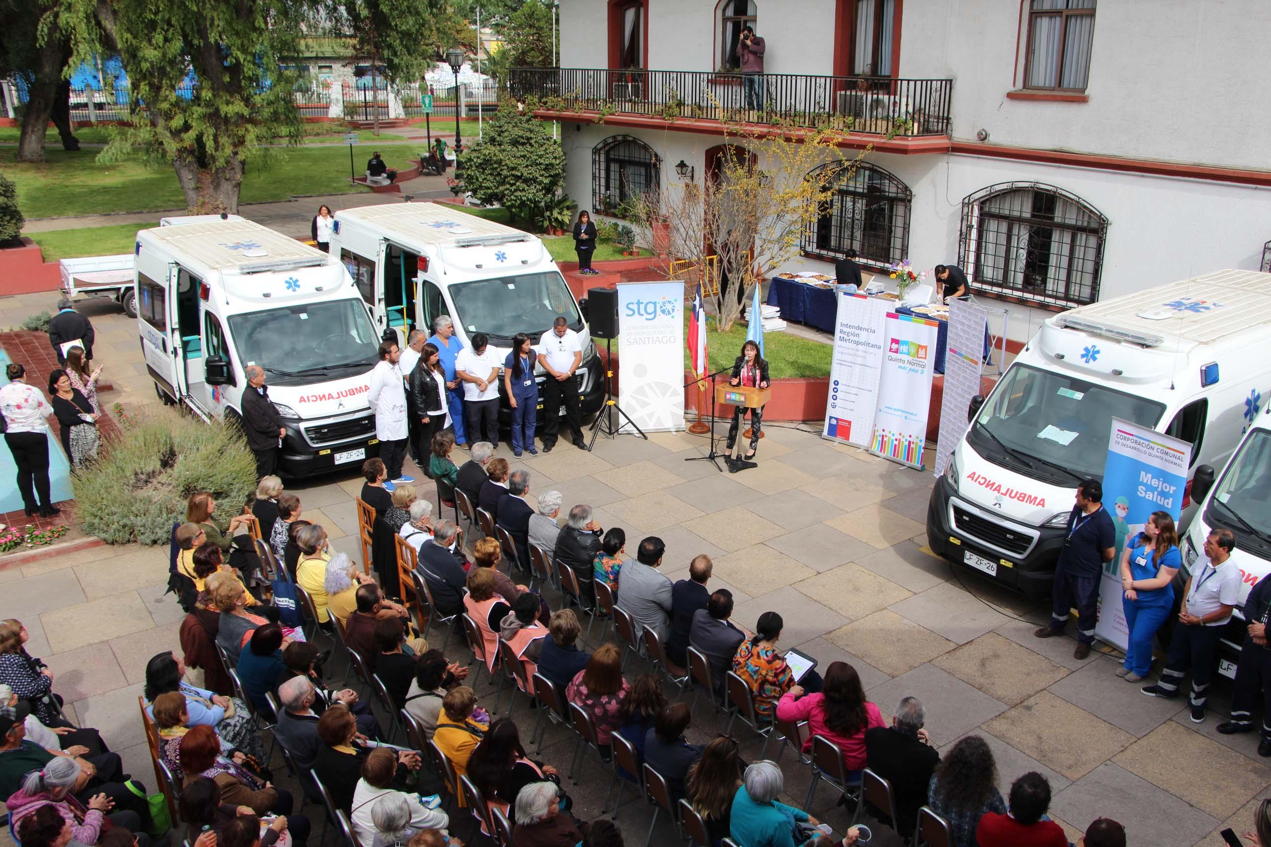 Quinta Normal celebra nuevas ambulancias