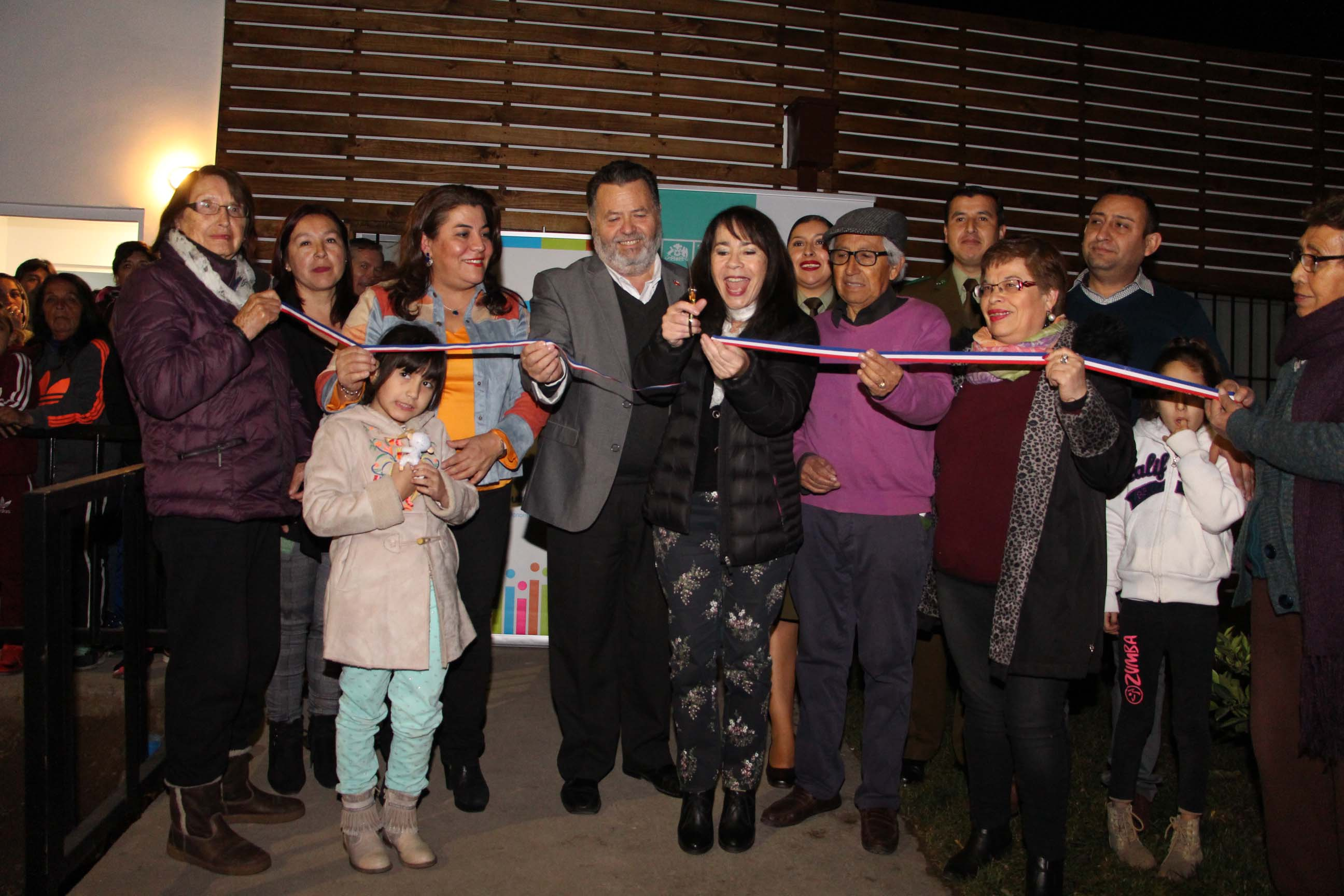 Quinta Normal celebra remodelación de dos sedes sociales