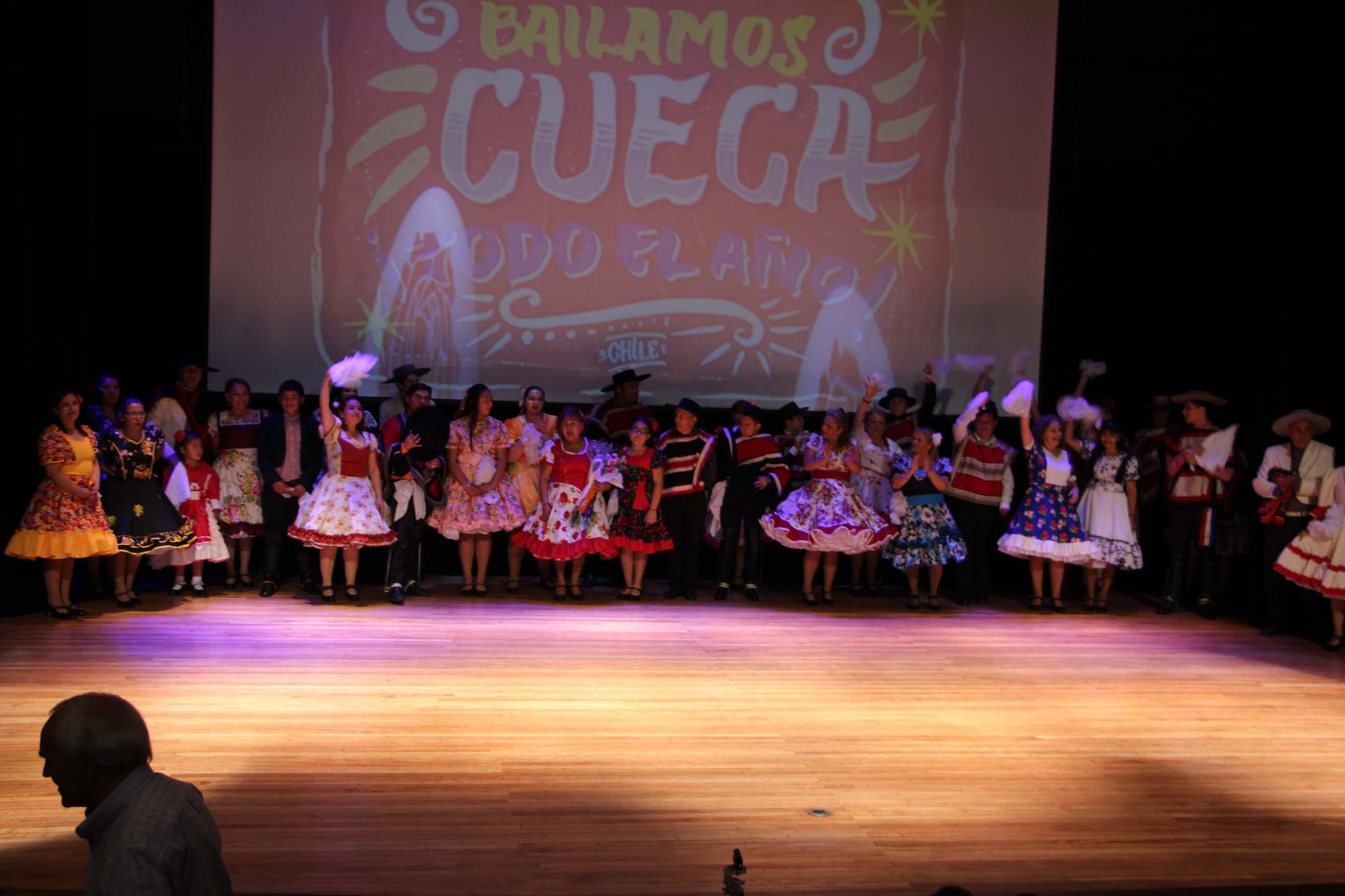 Coro, guitarra y cueca se visten de gala en el teatro municipal