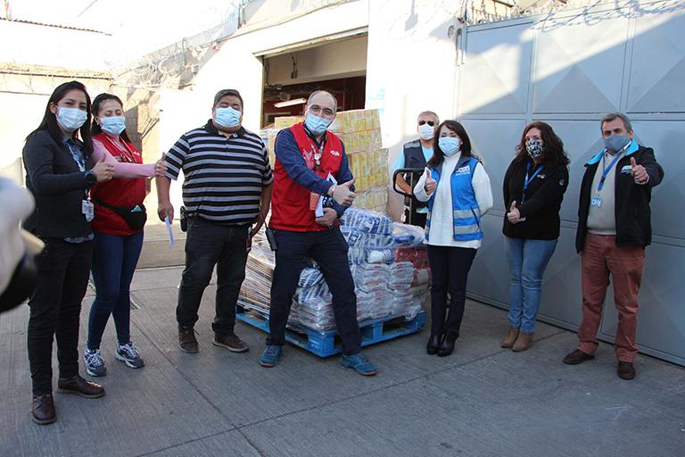 Supermercado entrega donación para ir en ayuda de vecinos de la comuna